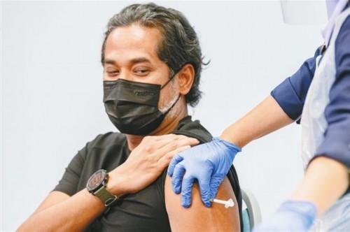 巴基斯坦总理接种中国新冠疫苗 马来西亚部长接种