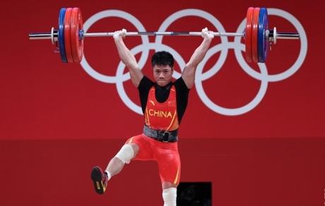 李发彬夺得举重男子61公斤级冠军