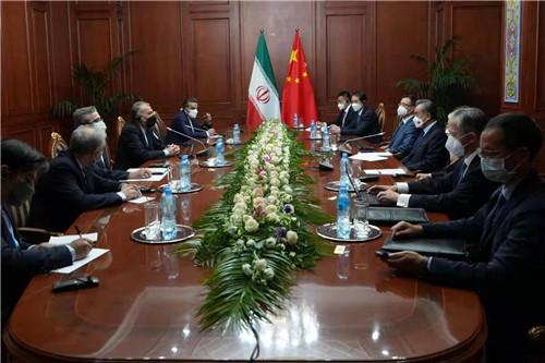 王毅会见伊朗外长:支持伊成为上合组织正式成员