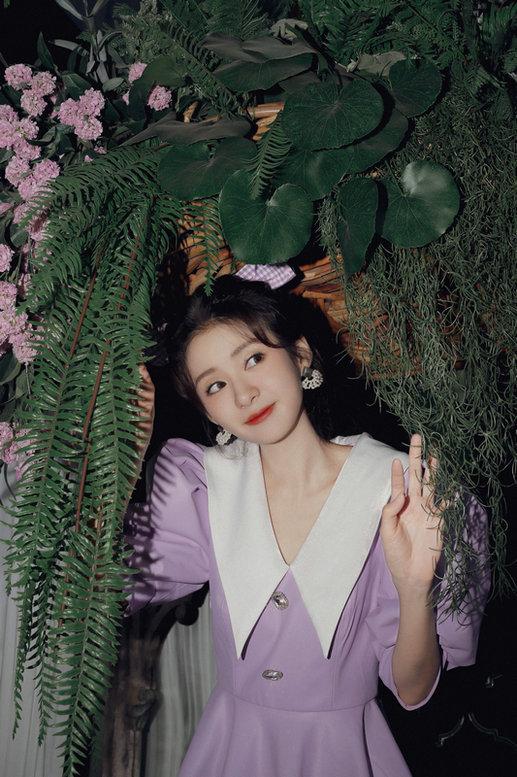 郑合惠子新写真曝光 圣诞上演紫色梦幻浪漫