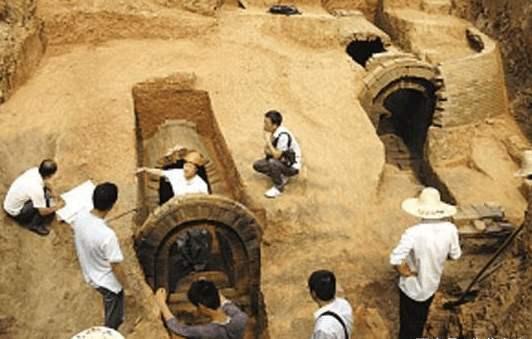 从纪晓岚墓中发现7具女尸,原来纪晓岚也是个萝莉控!