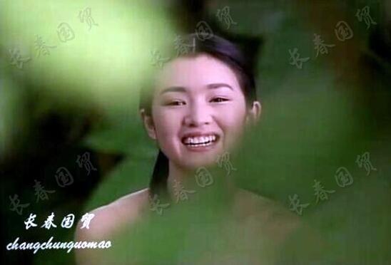 巩俐30年前素颜旧照曝光 笑容灿烂清纯甜美