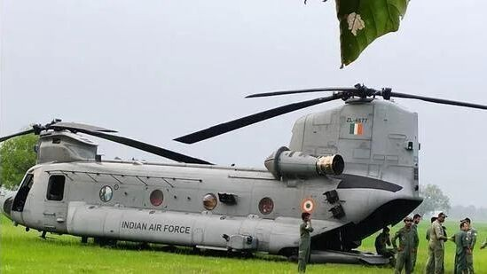 """印度空军一架新列装""""支奴干""""运输直升机突发故障"""