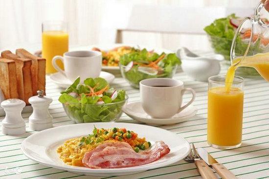 不适宜吃太饱 一份满分早餐应该什么样?