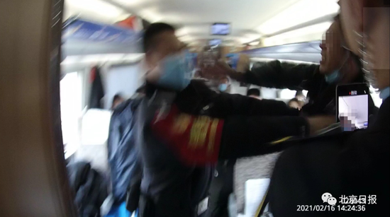《【摩登2娱乐待遇】醉汉在高铁上吸烟,还打伤乘警!结局引起舒适》
