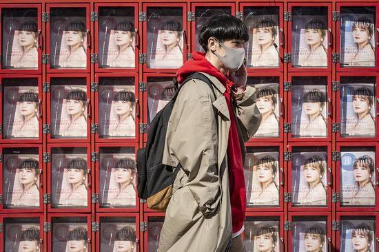 资料图:佩戴口罩的日本民众
