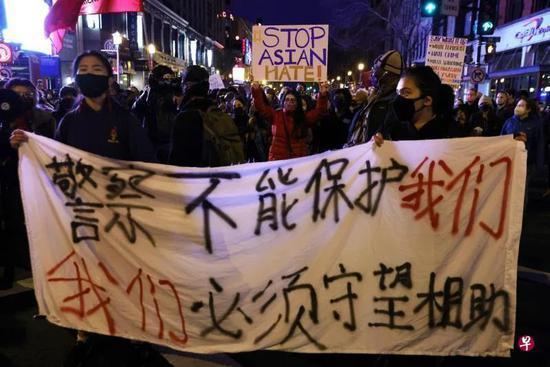 华盛顿唐人街周三出现示威游行图源:新加坡《联合早报》