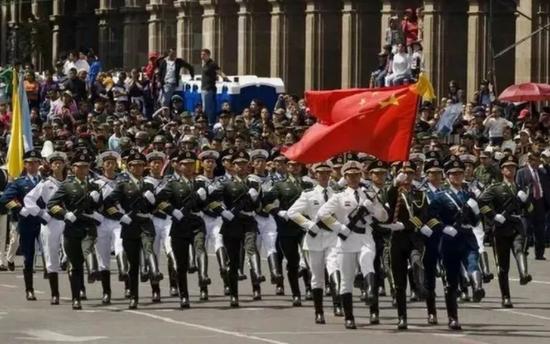 2010年,三军仪仗队赴墨西哥参加阅兵式