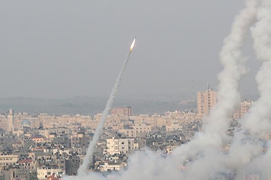 5月10日,火箭弹从巴勒斯坦加沙地带射向以色列。