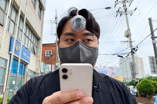 """临沧法制韩国小伙设计""""天眼"""" 低头族不用担心走路撞墙了"""