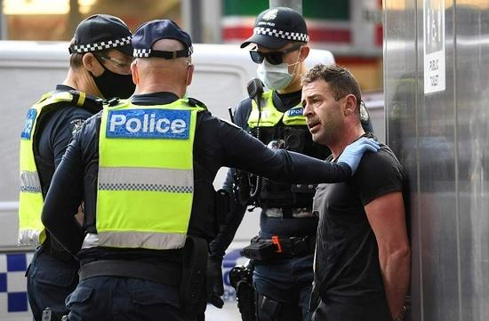 """8月21日,墨爾本爆發反""""封城""""抗議活動。"""