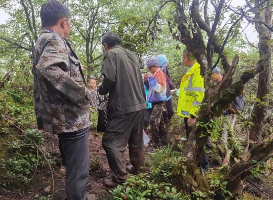 8人迷失牛背山!四川雅安公安冒雨营救16小时
