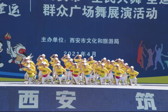 """西安""""最接地气的""""广场舞盛宴昆明池上演,11支队舞出幸福生活"""