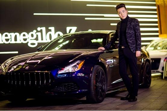 演员王成岳冬日照片 造型酷帅多变彰显多面魅力