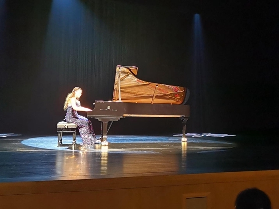 胡雪莎首秀嘉兴秀湖 钢琴古典音乐魅力惊艳听众