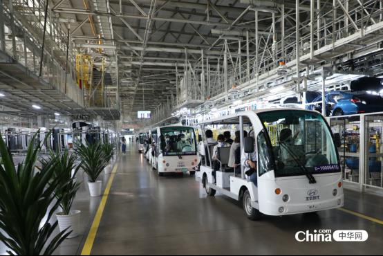 西藏基层干部赴京参观学习班学员参观北京现代汽车三厂