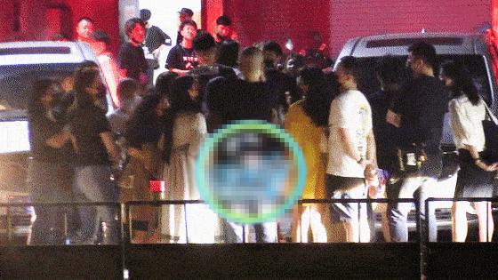 李诞宣布离婚后现身录节目 和粉丝开心合影似未受影响