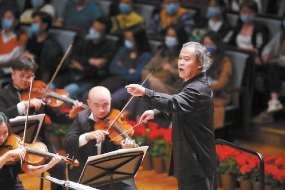 唐青石执棒凉山交响乐团在国家大剧院演出。 牛小北摄