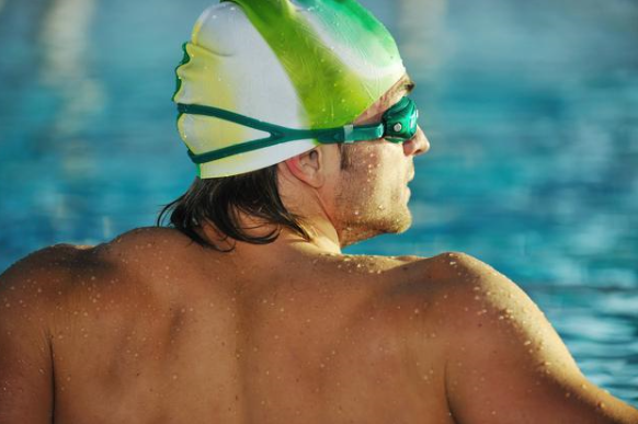 为什么越来越多的人坚持游泳?这3个好处不请自来