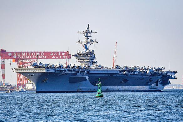 美军一艘航母近20年来首次抵达日本,还带着F-35