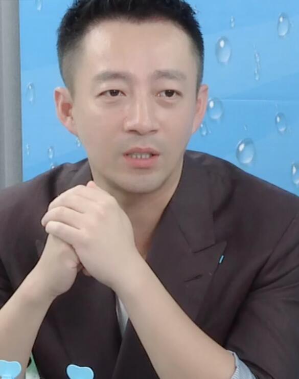 汪小菲传婚变后直播卖货 不提老婆大S 提到儿女泪目