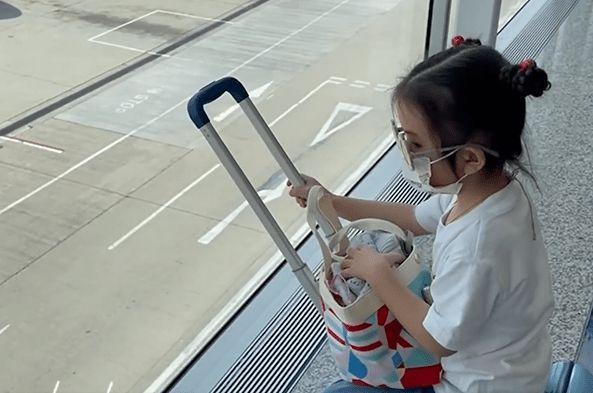 带女儿坐经济舱惹郭富城被骂抠门 方媛这样回应