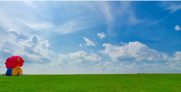 一场给牛、马、羊、飞鸟与鱼看的大地艺术展——其其格在呼伦贝尔大草原