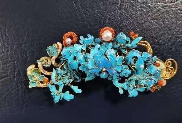 被警方查获的翠羽首饰。来源:平安北京