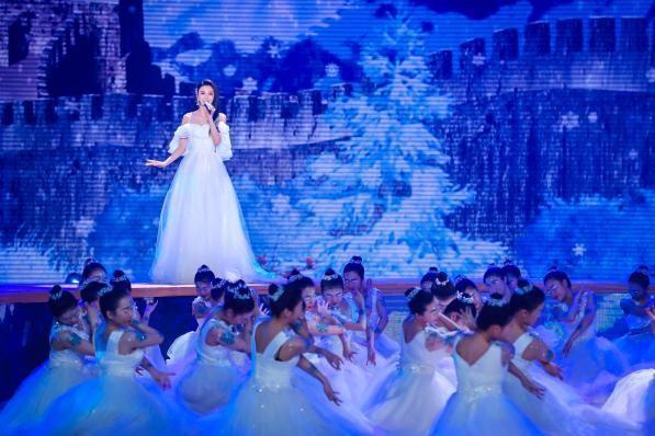 冬奥文化推广使者伊丽媛携手著名歌唱家莫华伦燃情献唱《冰雪圣火》