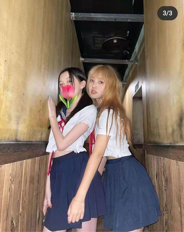 网友晒王菲抱女儿照庆李嫣15岁生日 母女温馨合影