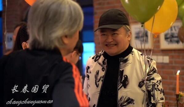 58岁刘欢近照曝光 久未露面满头白发显苍老