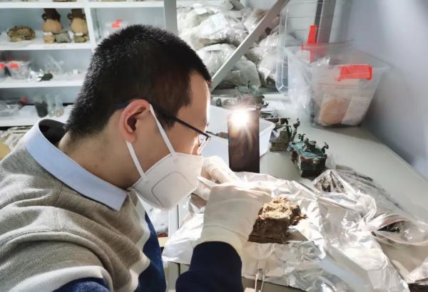 中国科学院大学韩宾博士现场取样及开展科技分析工作