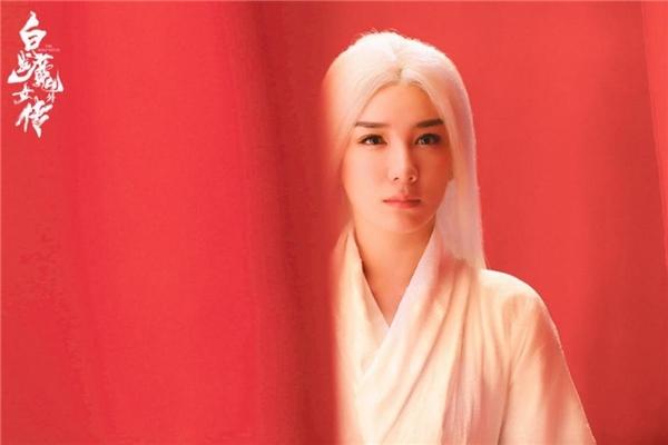 《白发魔女外传》今日上线 黄奕白发魔女挥剑斩巨蝠