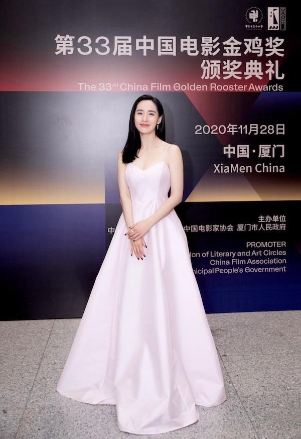 王智亮相金鸡奖闭幕式 一袭粉色长裙又美又仙