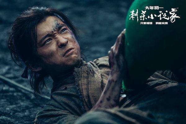 """《刺杀小说家》董子健分饰两角""""能文能武""""为角色狂瘦40斤"""