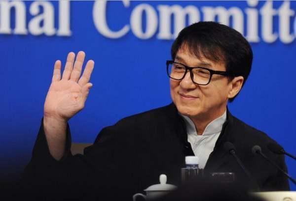 成龙回忆吴孟达:爱国情怀刻在每个中国人骨子里