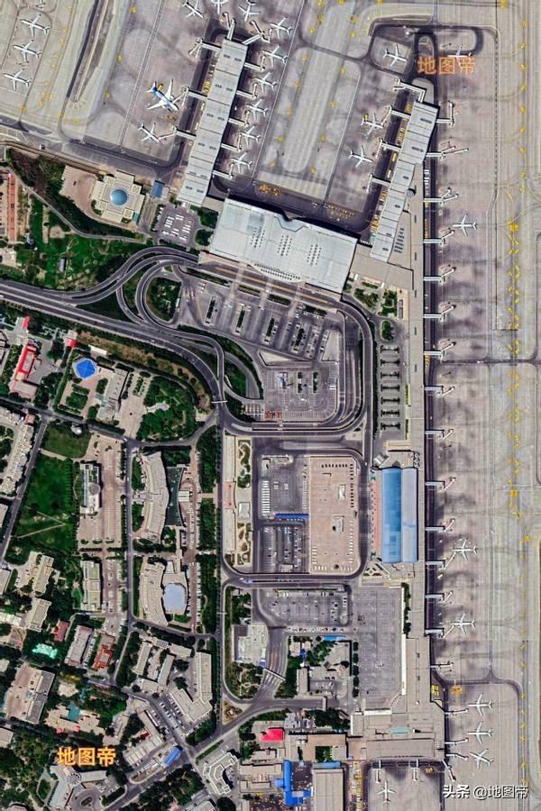 航拍乌鲁木齐地窝堡国际机场,新疆最繁忙的机场