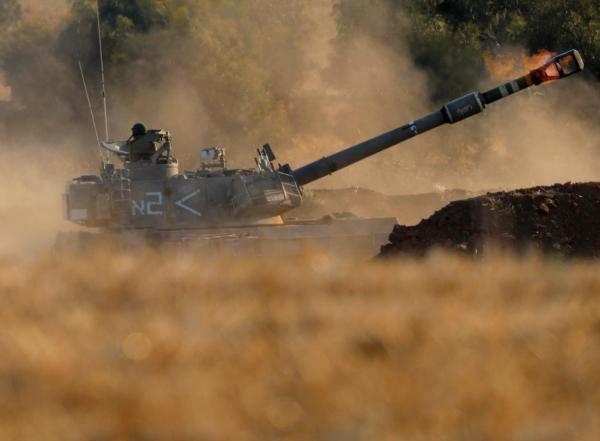 △14日,以军坦克从以色列一侧炮轰加沙图片来自网络