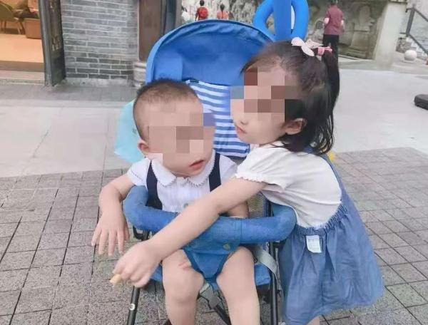 重庆两幼童坠亡:生父涉故意杀人被捕 曾现场痛哭