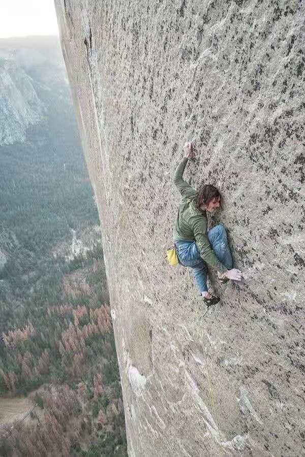 32岁美女网红坠崖身亡 只为拍一张美照(图)