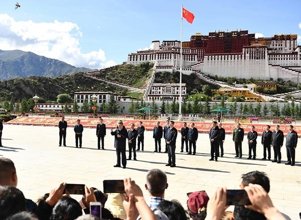 习近平在西藏考察时强调 全面贯彻新时代党的治藏方略 谱写雪域高原长治久安和高质量发展新篇章