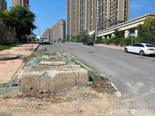 济南凤凰路与华云路交叉路口凸出大面积水泥块,有关部门回应将整改