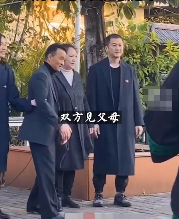 49岁李亚鹏高调表白90后超模新欢 曝已见过家长