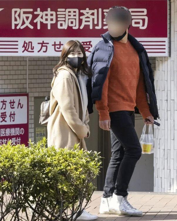 懒理婚变传闻!江宏杰晒儿女生活照 遛狗超惬意