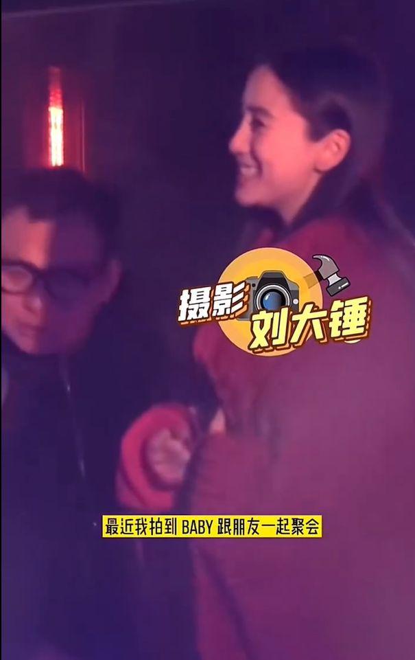 黄晓明baby与朋友聚会被拍 两人前后脚现身未同框