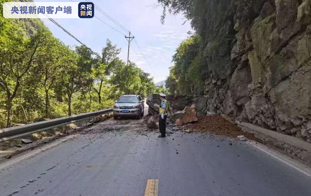 国道G319武隆段发生巨石掉落 交通受影响
