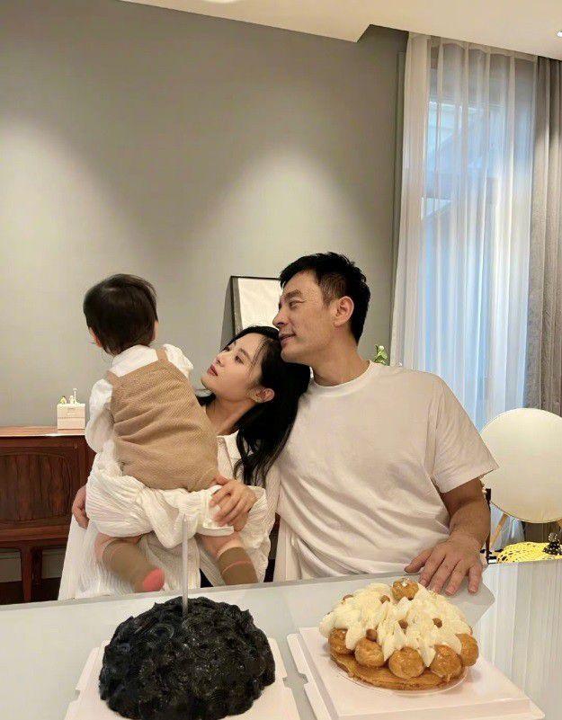 李光洁为小10岁娇妻庆生 搂肩抱娃秀幸福