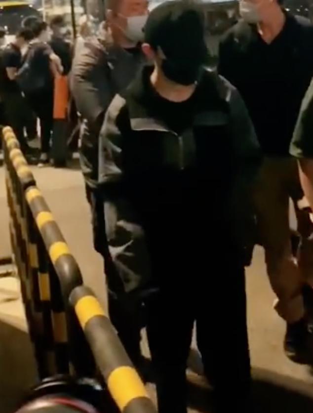 易烊千玺疑拍摄《长津湖》时腿部受伤 已缝针处理