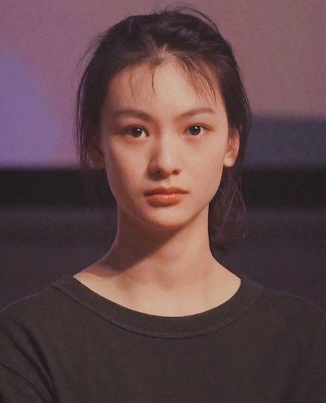 99后小花被曝上学期间休学生子 曾是杨幂公司艺人
