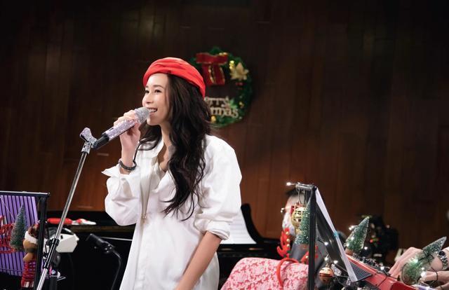 莫文蔚透过直播音乐会与粉丝见面 高规格演出演唱九首经典歌曲